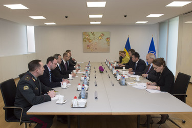 /nato_static_fl2014/assets/pictures/2014_03_140306a-ukr-pm/20140306_140306a-011_rdax_375x250.jpg