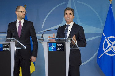/nato_static_fl2014/assets/pictures/2014_03_140306a-ukr-pm/20140306_140306a-014_rdax_375x250.jpg