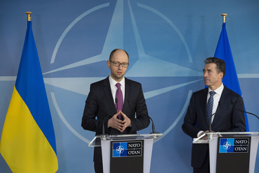 /nato_static_fl2014/assets/pictures/2014_03_140306a-ukr-pm/20140306_140306a-020_rdax_375x250.jpg