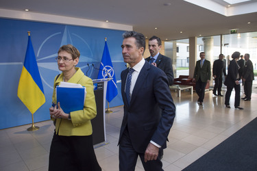 /nato_static_fl2014/assets/pictures/2014_03_140306a-ukr-pm/20140306_140306a-027_rdax_375x250.jpg