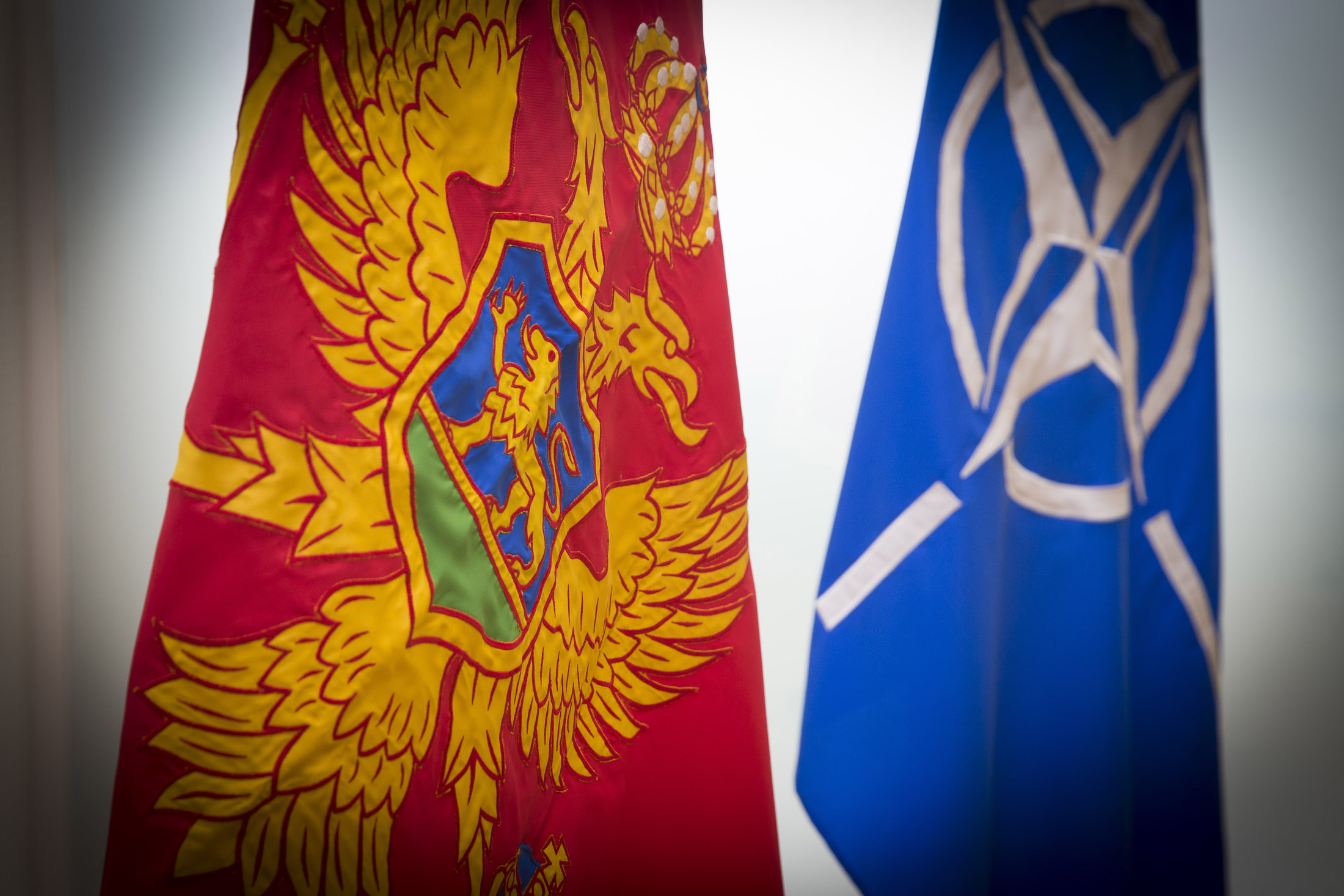 https://www.nato.int/nato_static_fl2014/assets/pictures/2016_02_160215a-montenegro-accession-talks/20160215_160215a-001.jpg
