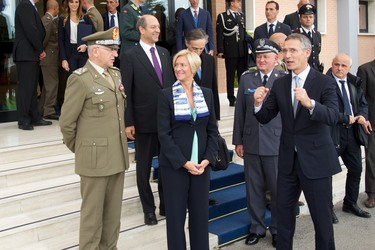 http://nato.int/nato_static_fl2014/assets/pictures/2016_10_161013b-trip-sg-italy/20161013_161013b-009_rdax_375x250.jpg