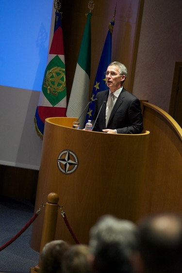 http://nato.int/nato_static_fl2014/assets/pictures/2016_10_161013b-trip-sg-italy/20161013_161013b-013_rdax_375x563.jpg