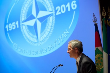 http://nato.int/nato_static_fl2014/assets/pictures/2016_10_161013b-trip-sg-italy/20161013_161013b-014_rdax_375x250.jpg