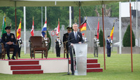 Secretary General attends SACEUR change of command ceremony