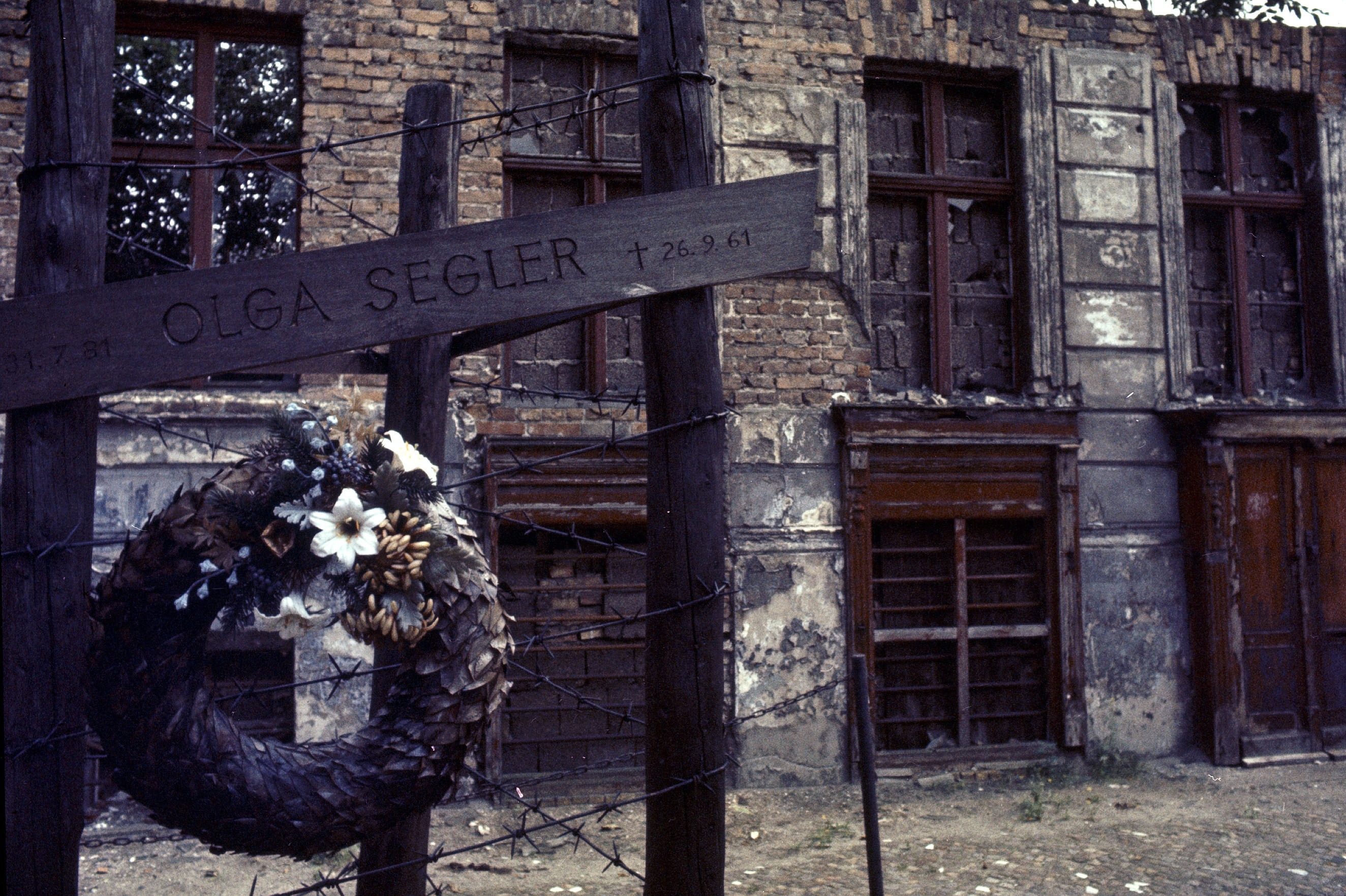 Nato Declassified Building The Berlin Wall 13 Aug 1961