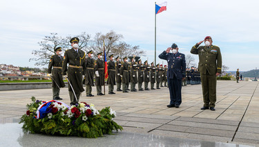 Chairman of the Military Committee affirms NATO solidarity with Czech Republic during visit to Prague