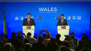 Joint press conference by the NATO Secretary General Anders Fogh Rasmussen and the President of Ukraine, Petro Poroshenko during the NATO Summit held in Newport, Wales