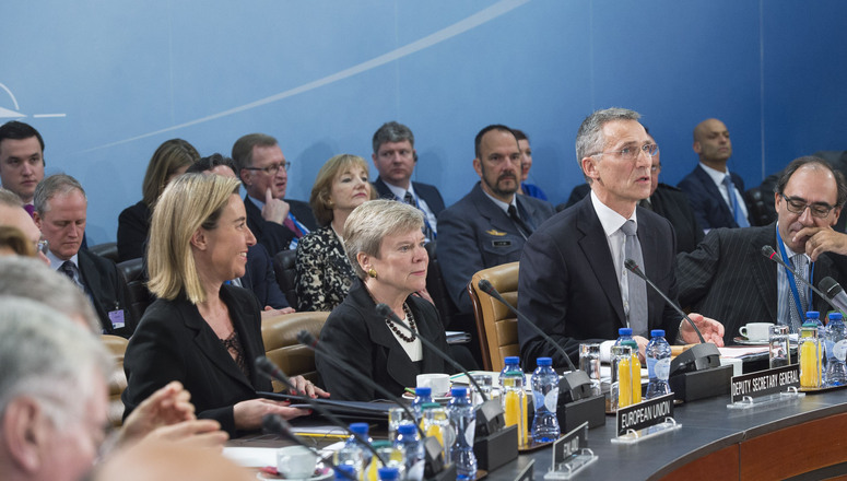 http://nato.int/nato_static_fl2014/assets/pictures/stock_2016/20161027_161027b-017_rdax_775x440.jpg