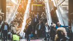 180514-sps-publ-transp.jpg - Traveling people on crowded escalator , 64.74KB