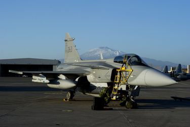 /nato_static_fl2014/assets/pictures/stock_libya/20110407_aircraft2_rdax_375x250.jpg