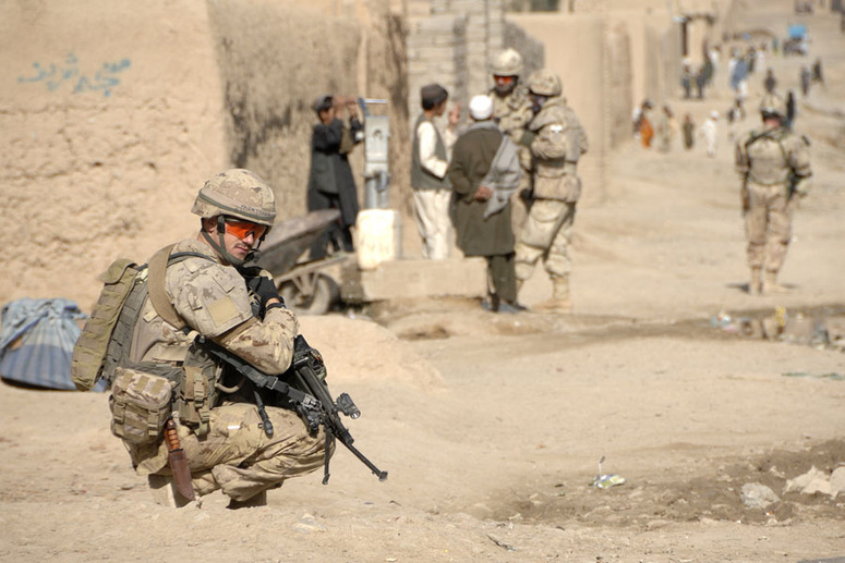 English/Anglais AR2010-5003-17 February 2, 2010 KANDAHAR CITY, AFGHANISTAN  Corporal Adam Naslund watches his arcs as other members of the patrol stop to speak with locals.  Members of Stab A from the Kandahar Provincial Reconstruction Team (KPRT) conduct a foot patrol in District 9 of Kandahar City on 2 February 2010.  Joint Task Force Afghanistan (JTF-Afg) is the Canadian Forces (CF) contribution to the international effort in Afghanistan. Its operations focus on working with Afghan authorities to improve security, governance and economic development in Afghanistan. JTF-Afg comprises more than 2,750 CF members.  Photo credit: Master Corporal Matthew McGregor, Image Tech, JTFK Afghanistan, Roto 8  Français/French AR2010-5003-17 Le 2 février 2010  KANDAHAR CITY, AFGHANISTAN  Le Caporal Adam Naslund vérifie ses arcs de tir pendant que des membres de la patrouille s'arrêtent pour parler avec les habitants du coin.  Les membres du « Stab A » de l'Équipe provinciale de reconstruction de Kandahar (ÉPRK) font une patrouille à pied dans le district No 9 de Kandahar City le 2 février 2010.  La Force opérationnelle interarmées Afghanistan (FOI-Afg) est la contribution des Forces canadiennes (FC) auprès de l'effort international en Afghanistan.  Les opérations canadiennes s'articulent autour du travail avec les autorités afghanes afin d'améliorer la sécurité, la gouvernance et le développement économique du pays. La FOI-Afg se compose de plus de 2 750 membres des FC  Photo : Caporal-chef Matthew McGregor, Tech Imagerie, FOIK, Afghanistan, Roto 8