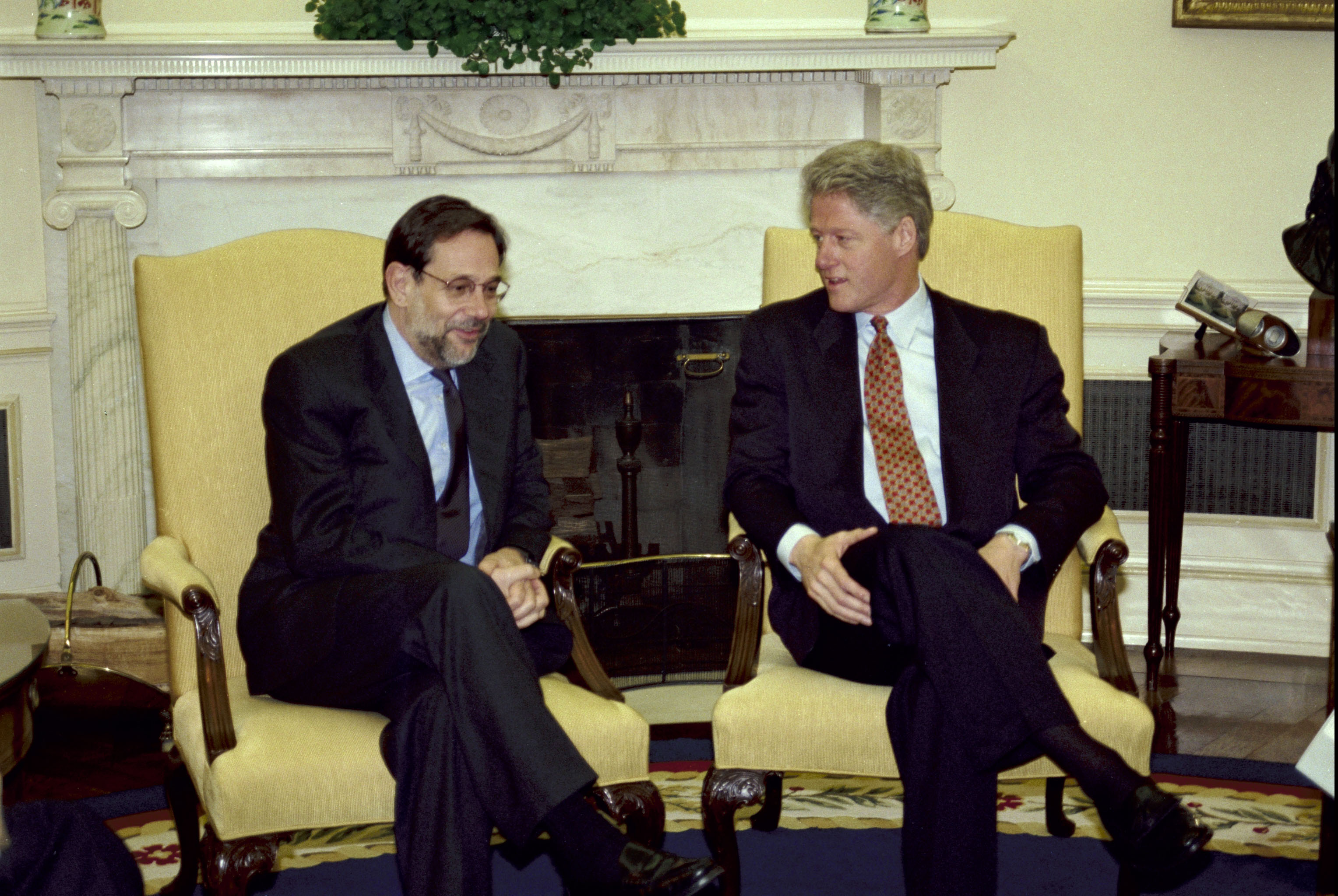 meeting with us president bill clinton in the oval office of the white house bill clinton oval office